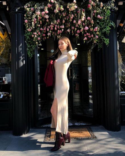 Bej Yırtmaç Detaylı Elbise resmi